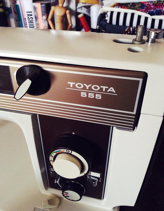 Toyota 555 sewing machine