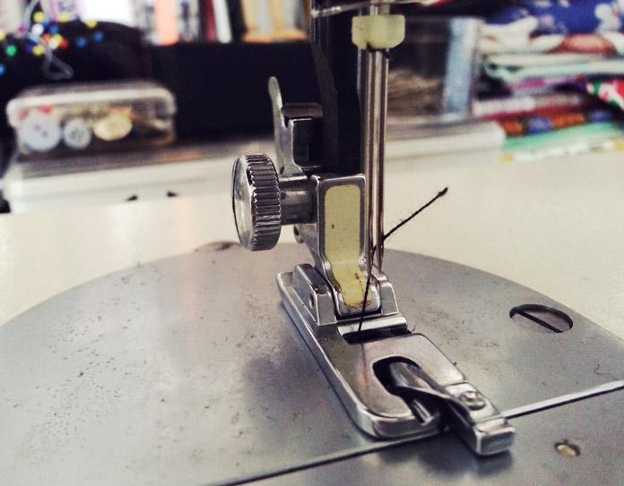 Toyota 555 sewing machine presser foot
