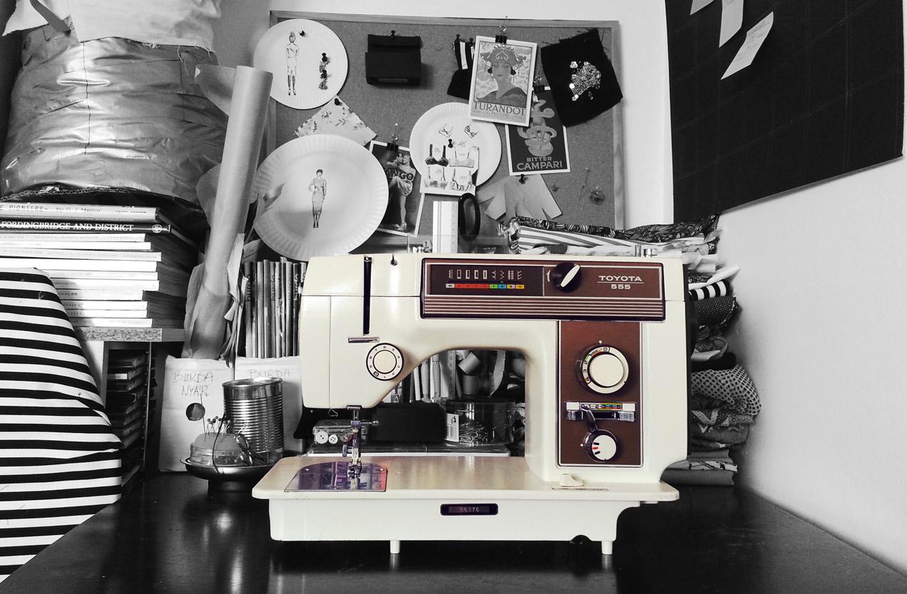 Toyota 555 sewing machine vintage