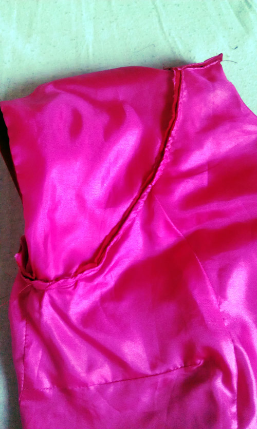 TheSecretCostumier - Red backless dress lining