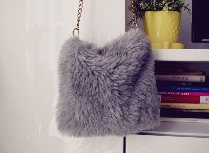 ThteSecretCostumier - Fur bag1